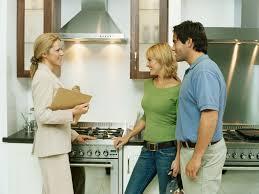 Почему продавать квартиру лучше через агентство?